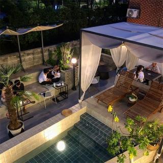 冬も楽しめる!プール付き南国リゾートのようなカフェ「&other(エナド)」@聖水洞
