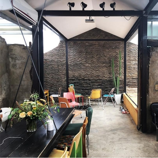 伝統とモダンが交わるカフェ「植物 CAFE&BAR(シンムル) 」@益善洞