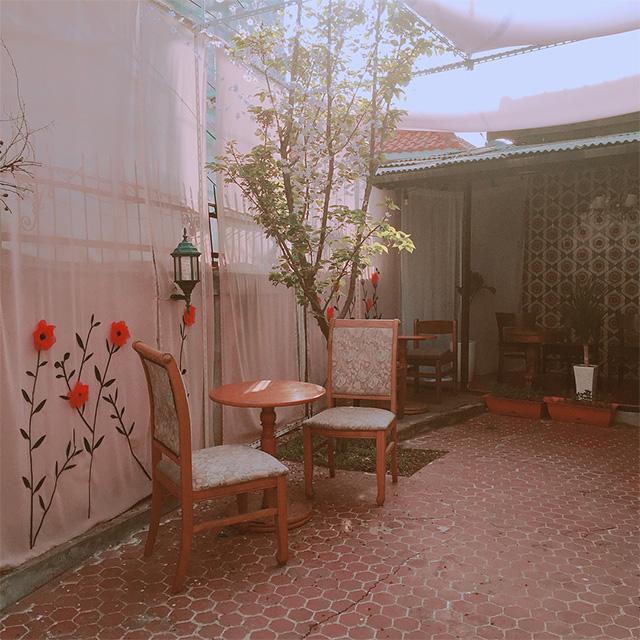 一面のタイルがかわいい♡レトロなカフェ・バー「bom.hyee(ボムヒ)」@延南洞