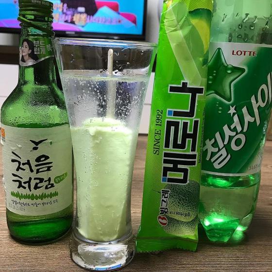 韓国焼酎(소주/ソジュ)の飲み方 画像  メロナ酒