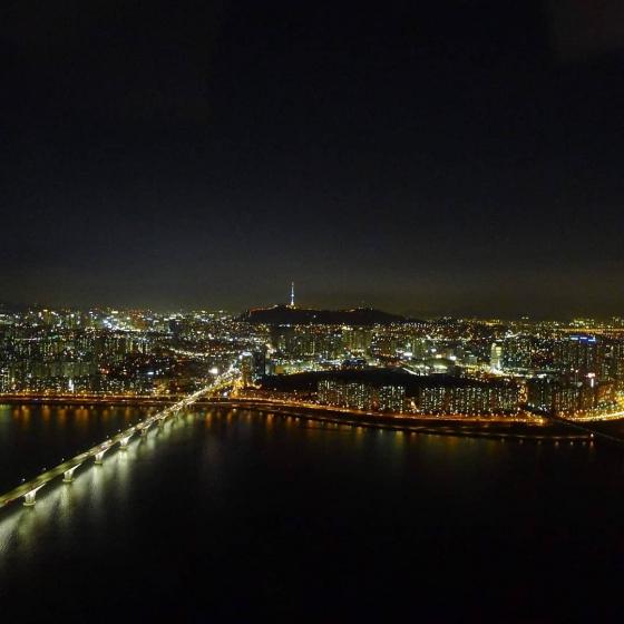 63ビルディング(ユッサムビルディング)から見えるソウルの夜景の画像2