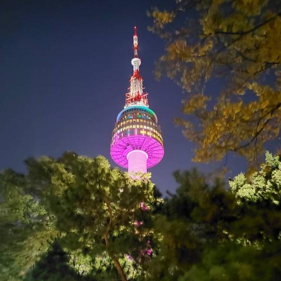南山ソウルタワー(ナムサンソウルタワー)から見えるソウルの夜景の画像
