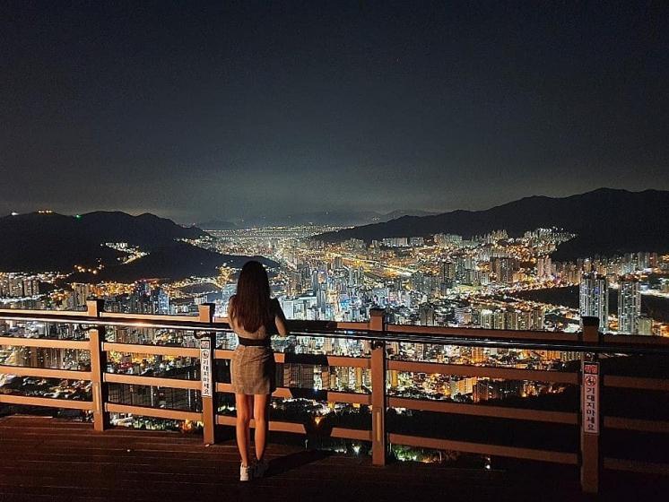 釜山(プサン)のおすすめ夜景スポット 荒嶺山(ファンリョンサン) の画像