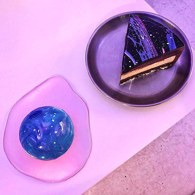 梨泰院(イテウォン)にあるCAFE TAPE(カぺテイプ / 카페테이프)!幻想的な「宇宙ケーキ」が可愛すぎると話題!