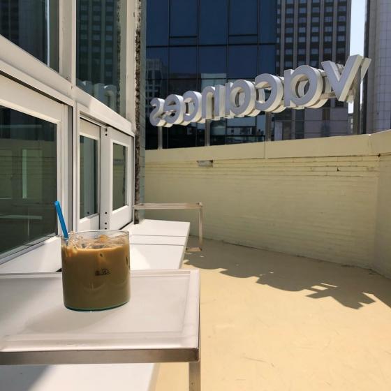 明洞(ミョンドン)で人気のフォトジェニックカフェvacances coffee(バカンセスコーヒー)の画像