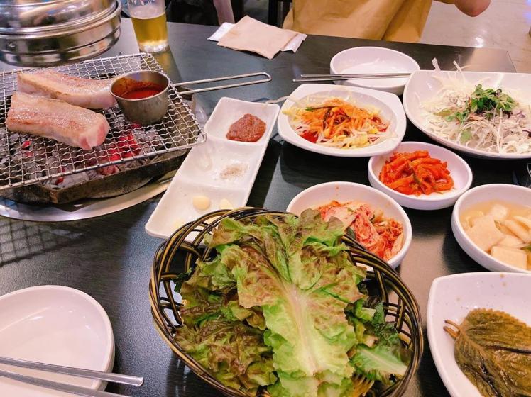 明洞で日本語対応の人気のサムギョプサル(焼肉)屋さん黒豚家(フットン)の画像2