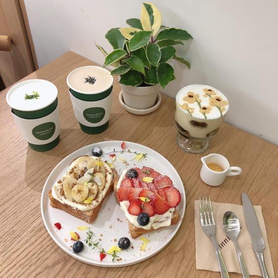 明洞(ミョンドン)にあるフルーツが美味しいカフェ「Innisfree Green Cafe(イニスフリーグリーンカペ)」の画像2