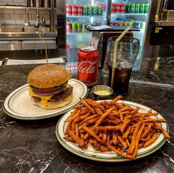ピザやハンバーガーなどジャンクフード店「 BROOKLYN THE BURGER JOINT(ブルックリンバーガージョイント) 」の画像