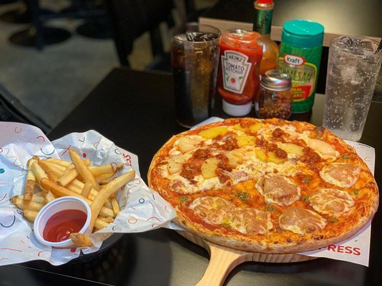 ピザやハンバーガーなどジャンクフード店「 PIZZA EXPRESS(ピザイクスプレス) 」の画像2